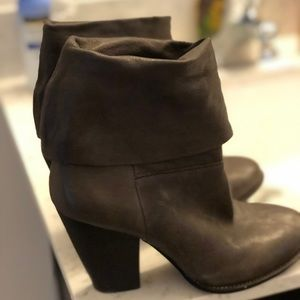 VINCE CAMUTO VP BRASS BOOTIES SIZE 6
